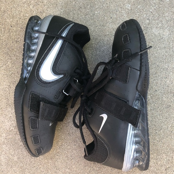 super popular c6343 01a56 grey nike running shoes strapables high top